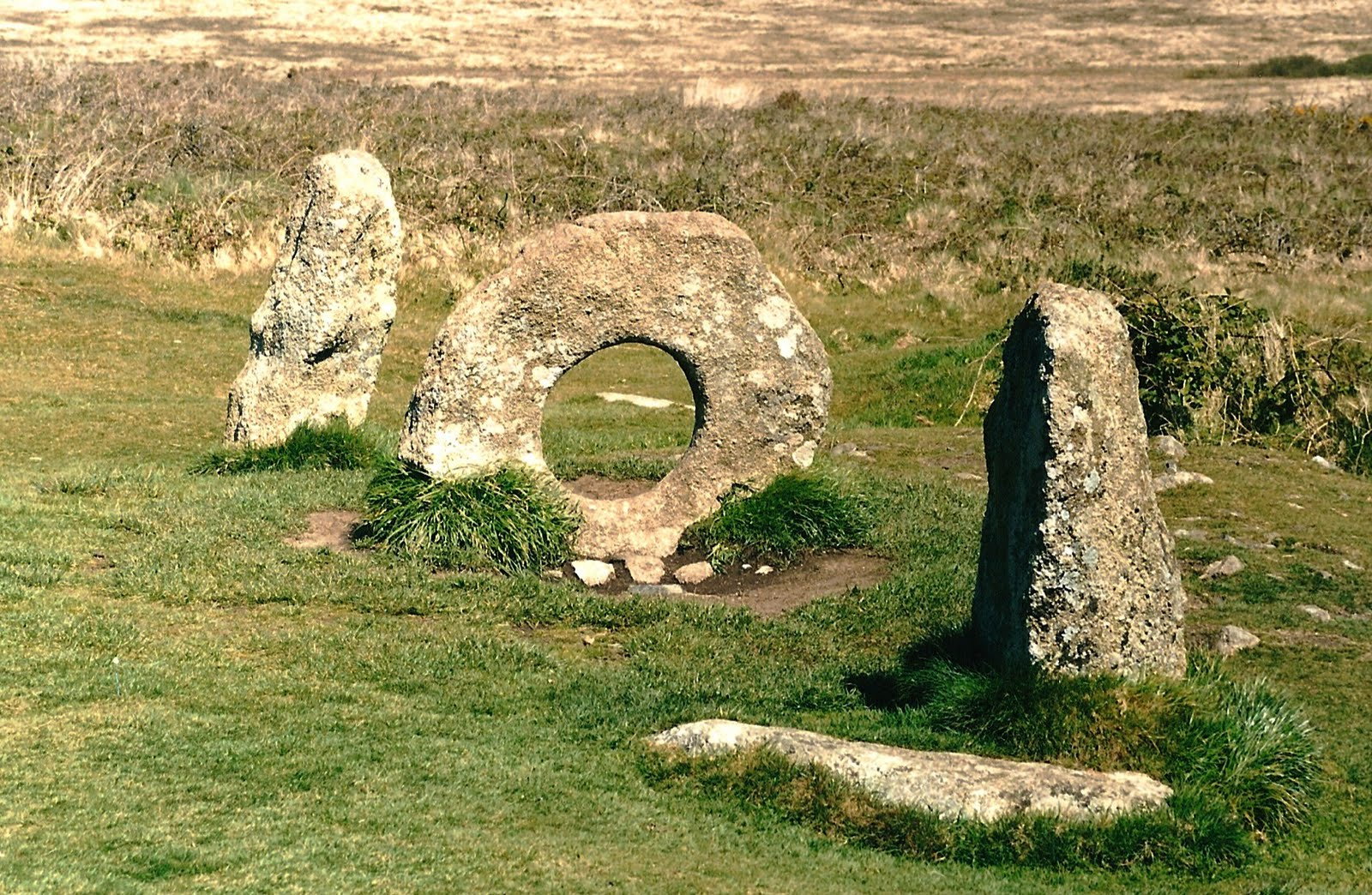 Britain S Landscape Symbols And Mysteries The Standing Stones Of Mên An Tol Celticsprite S Blog